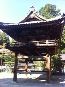 猿投神社の境内。太鼓