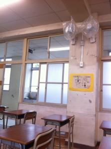 教室に扇風機が設置された