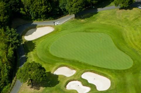 ゴルフでマウスピースを利用することは、反則だそうです。