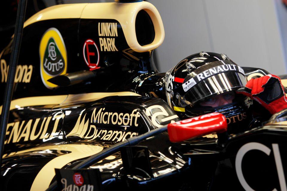 F1ロータスの車体にリンキン・パークのロゴ。