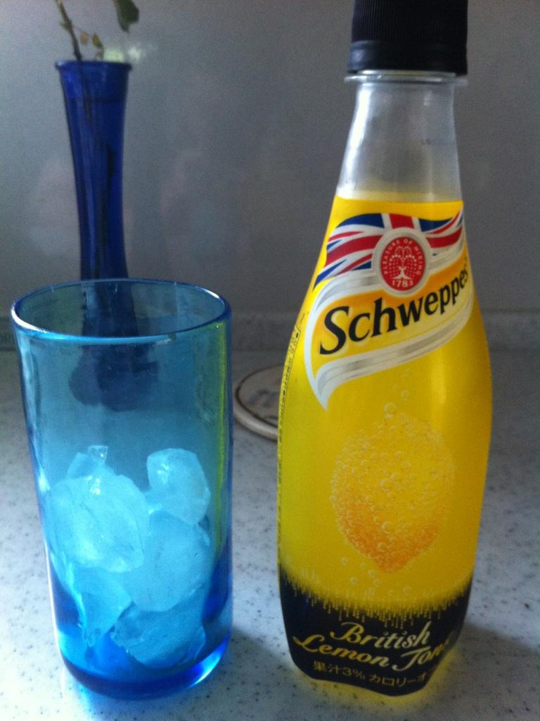 Schweppes(シュウェップス)のブリティッシュレモントニックを飲んでみた。
