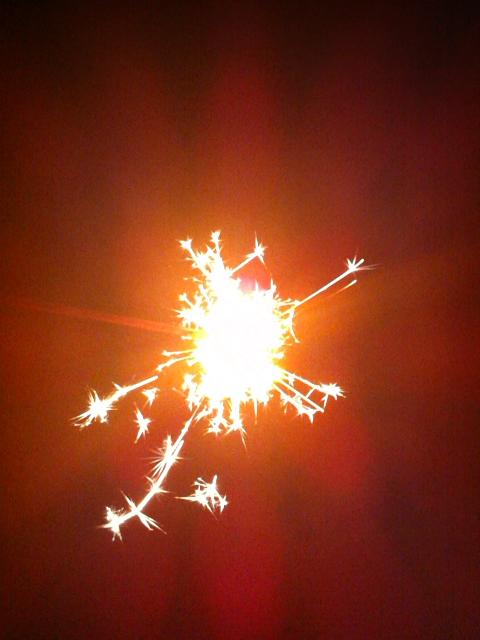 夏がおわってから花火。川原で楽しみました。