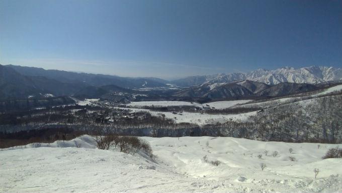 白馬乗鞍温泉スキー場からの白馬村方面